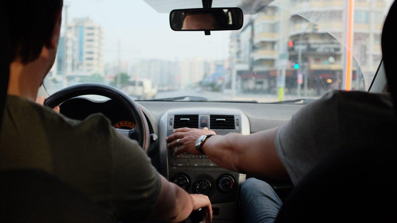 Hoe geld te besparen op autoverzekering voor tieners